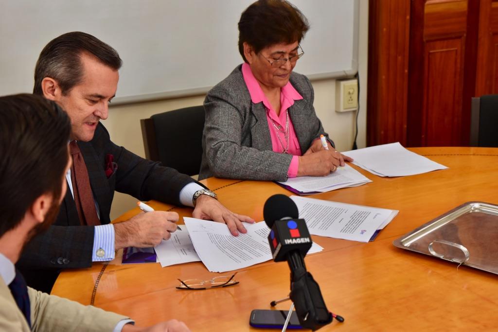 Firma del convenio entre presidentes