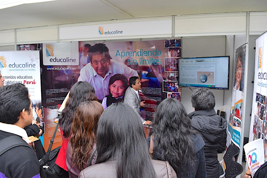 Presentación y videos a maestros en el espacio Educaline