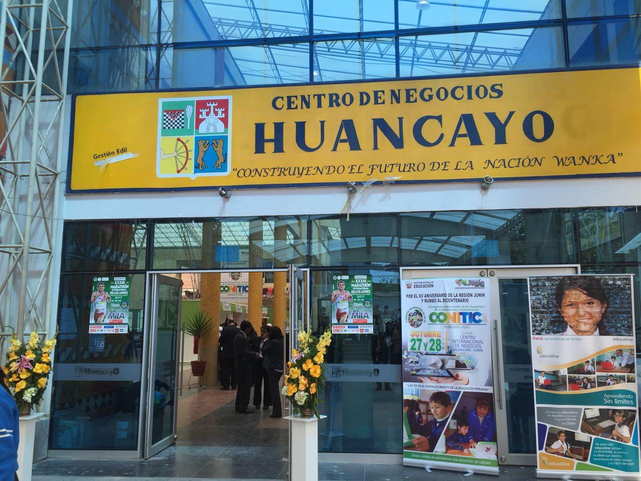 Entrada al CONITIC en centro de negocios de Huancayo